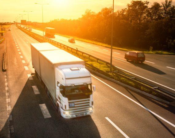 https://diamondvanlines.com/wp-content/uploads/2017/08/29382470_xxl-White-truck-in-motion-blur-on-the-highway-at-sunset-570x450.jpg